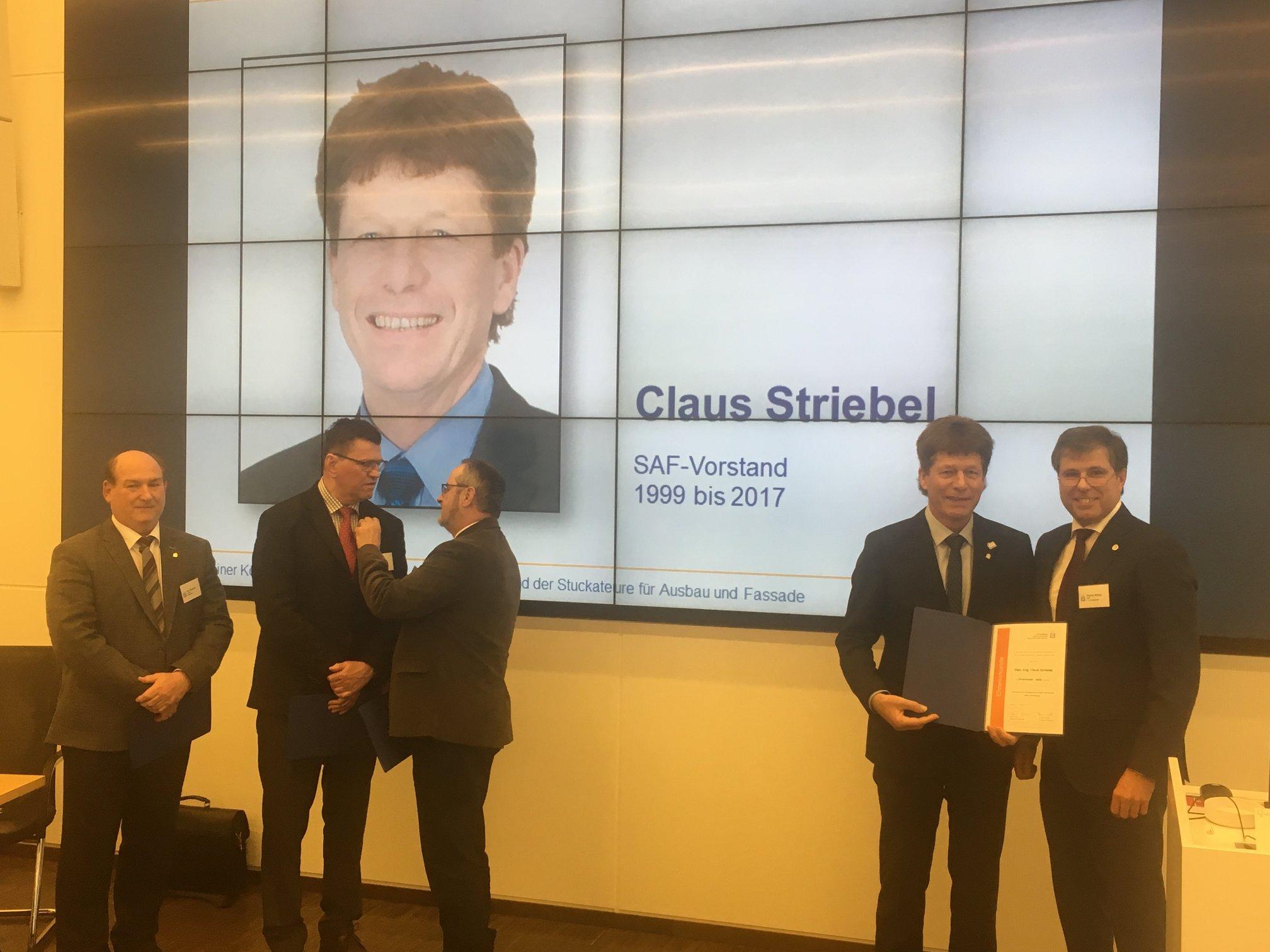 Goldene Ehrennadel Claus Striebel